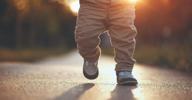 1200x628_facebook_-when_do_babies_start_walking